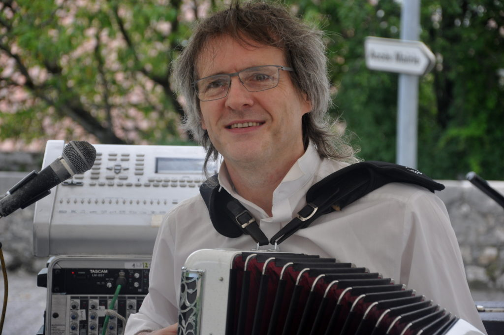 Gillou Francony accordéoniste DJ chambéry